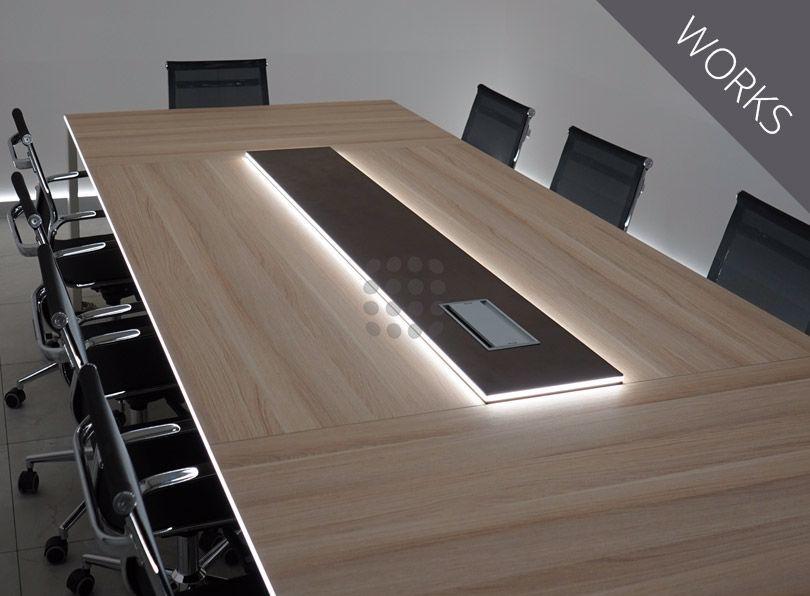 Tavolo da riunione con illuminazione LED